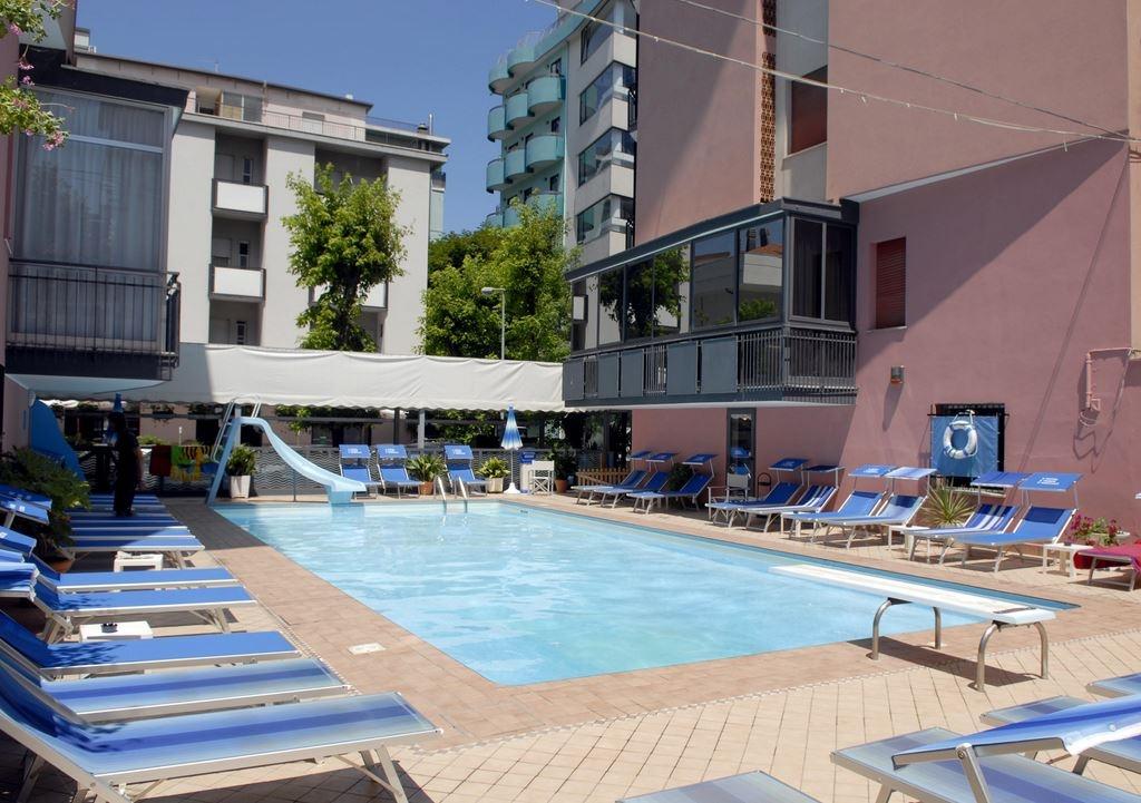 Hotel 3 stelle rimini con piscina hotel faber - Hotel rivazzurra con piscina ...